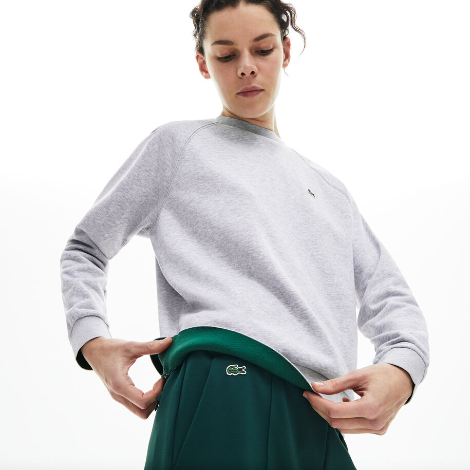 قميص ثقيل كلاسيكي للسيدات من الصوف بفتحة رقبة مستديرة